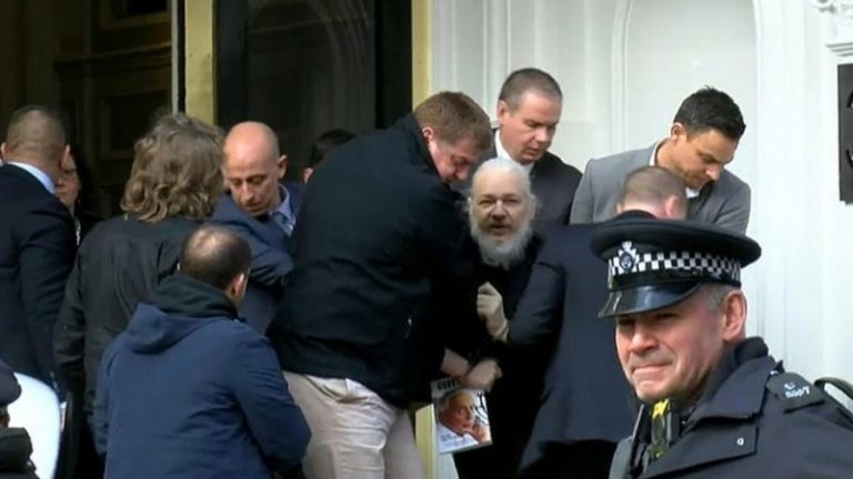 Kom till ny manifestation för stöd till Julian Assange & Chelsea Manning och yttrandefriheten! Lördag kl 12-13. Soltorget