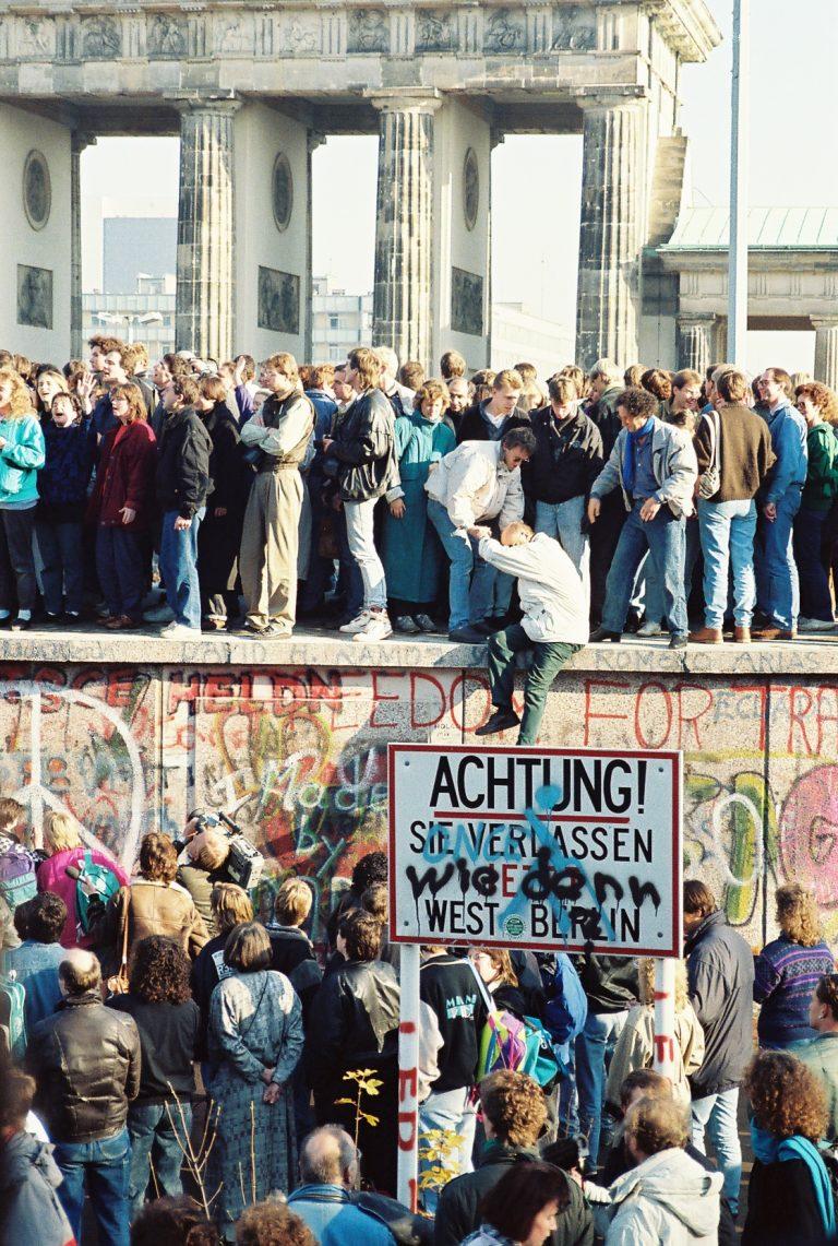 Lyckliga östtyskar 30 år efter murens fall?