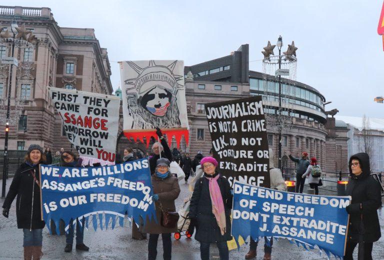 Stödet till Julian Assange ökar! Tal vid manifestationen på Soltorget i Stockholm 8 februari 2020.