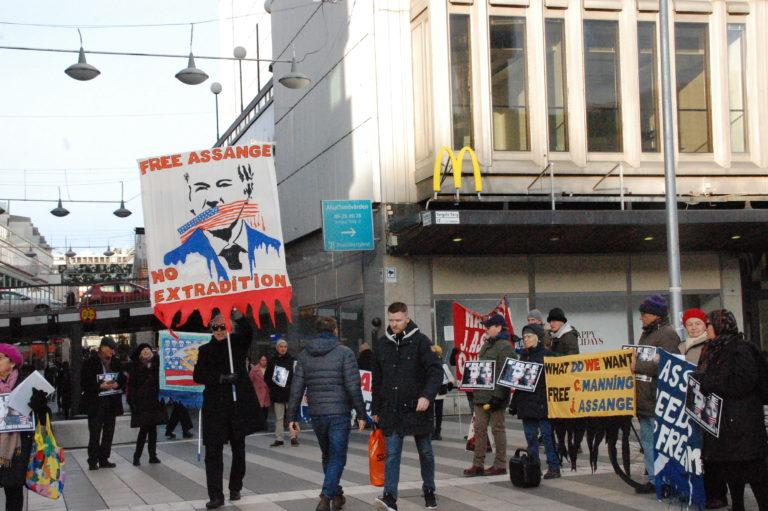 Fångarna visar större mod och kampinsats för Assange och yttrandefrihet än hela Västvärlden!