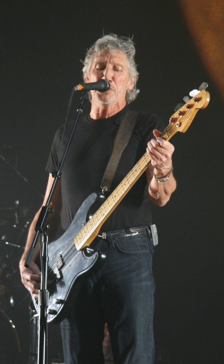Pink Floyds Roger Waters sjunger om fred och solidaritet