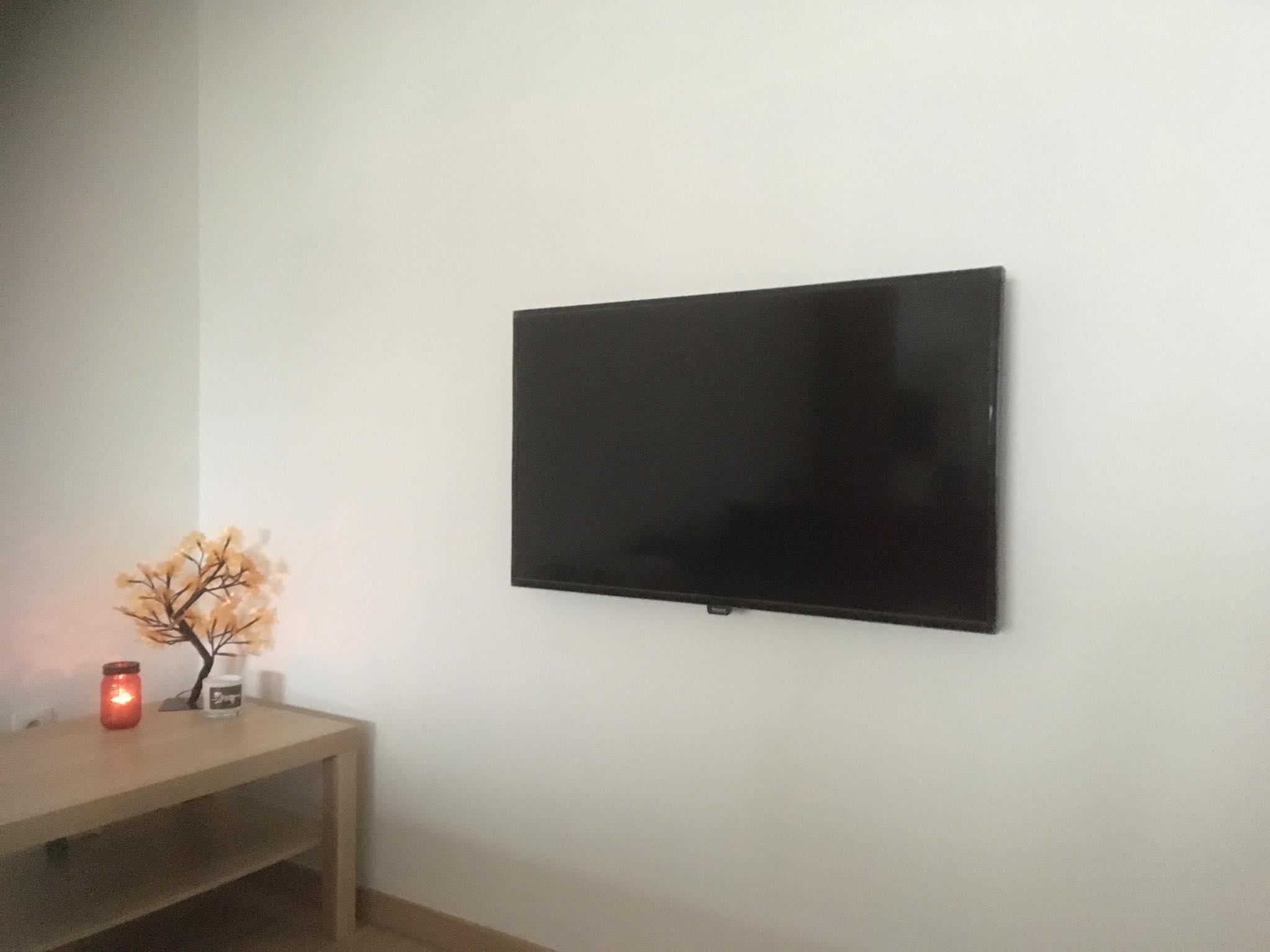 Monteren van een TV op wandbeugel zonder zichtbare kabels