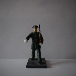 Figura Guardia Civil Desfilando