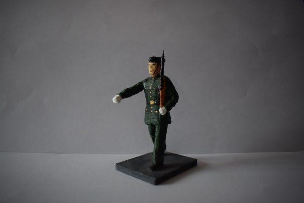 Figura Guardia Civil Desfilando