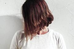 Kvinde med kort hår