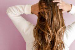 Kvinde med sundt hår