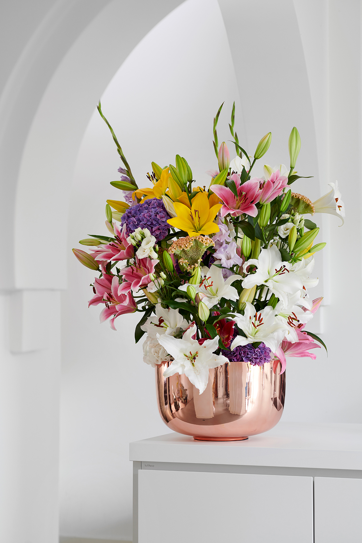 Als bunter Strauß verströmen Lilien pure Lebensfreude