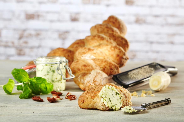 Pastinaken-Baguette mit Parmesanaufstrich