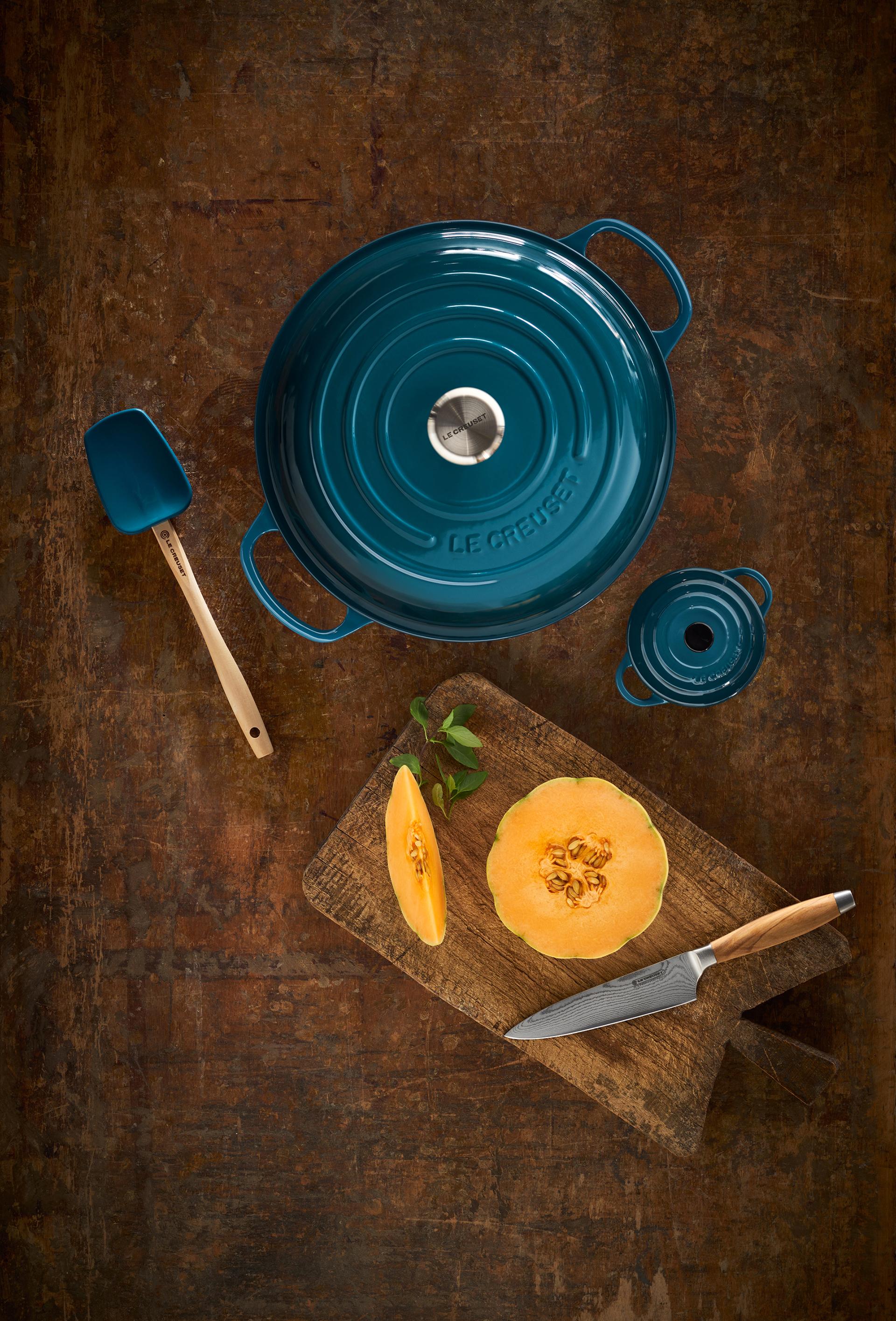 Die Farbe Deep Teal harmoniert sehr schön mit Orangetönen aller Art