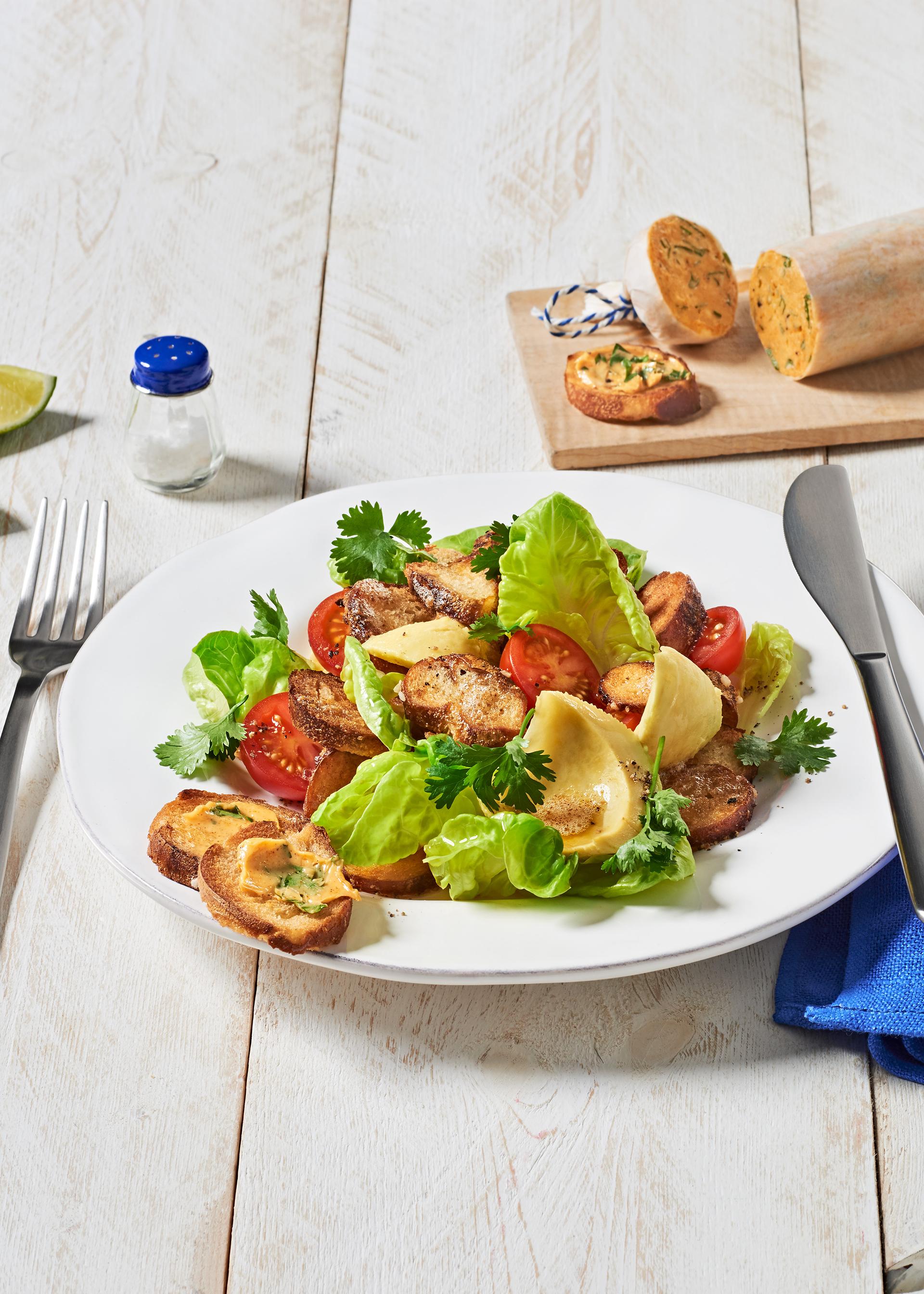 Der bayerische Brezensalat eignet sich prima, um Brezen vom Vortag zu verwerten