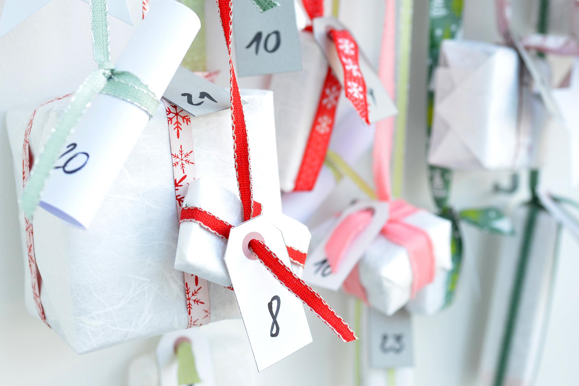 Adventskalender am Kleiderbügel