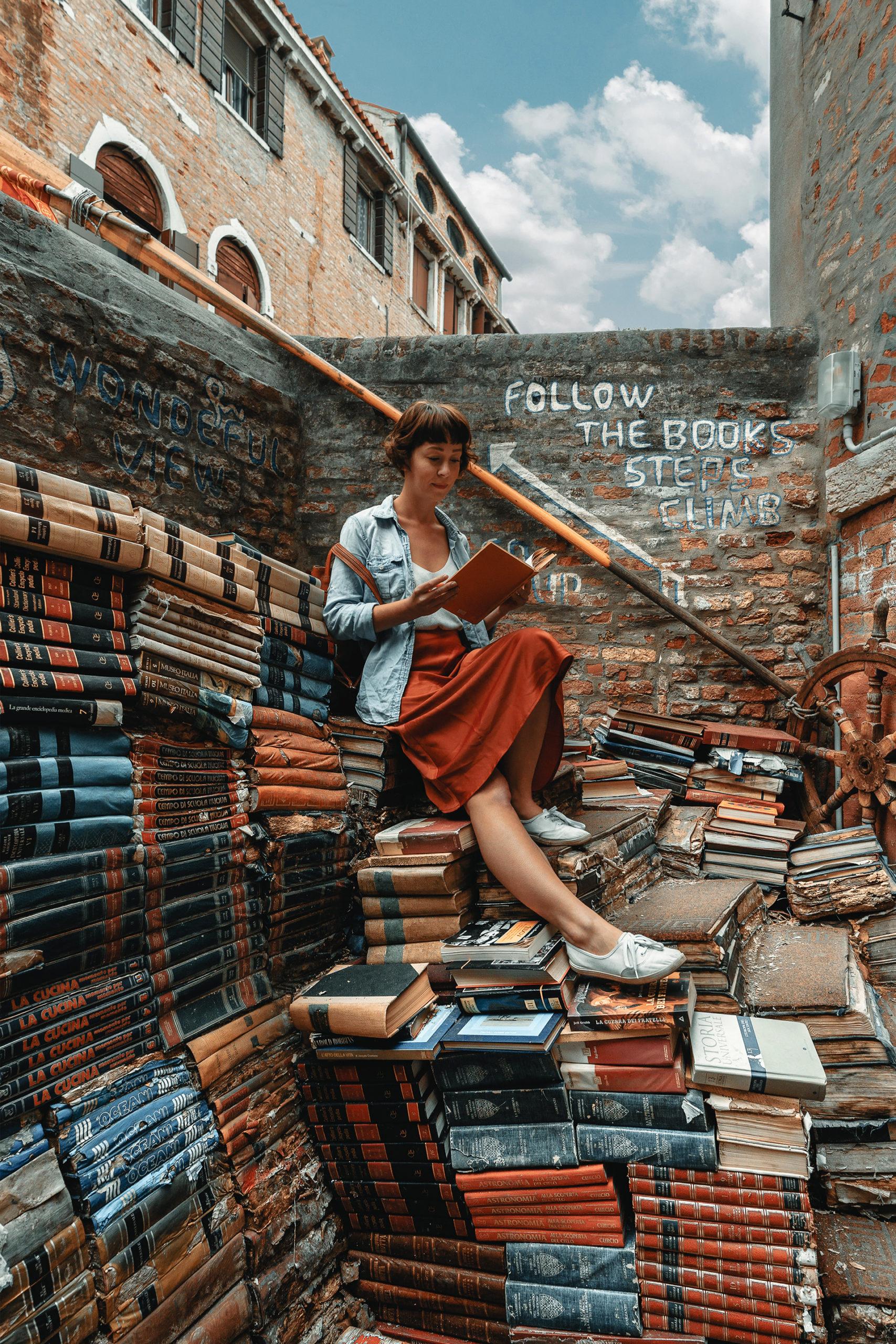 Die »Büchertreppe« der Libreria Acqua Alta in Venedig