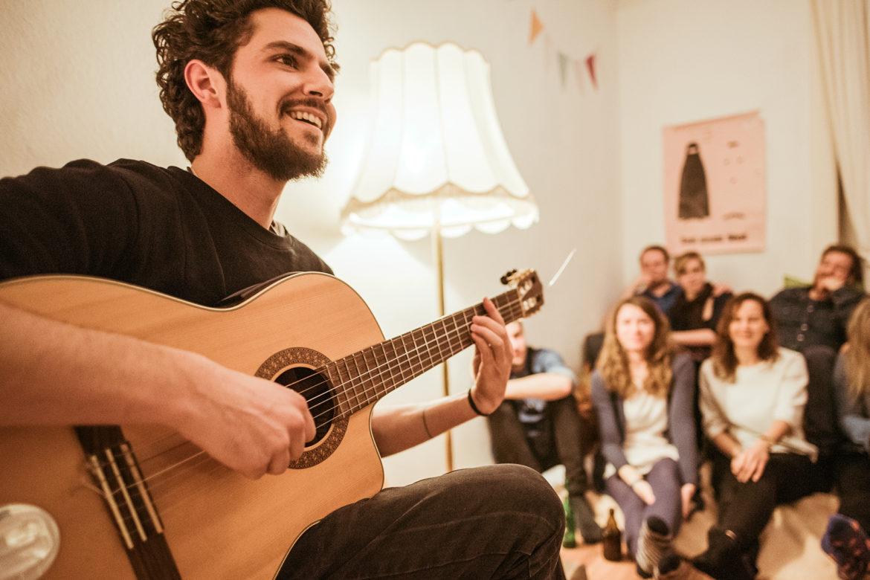MUSIC CREATES WATER - Das Wohnzimmer wird zur Bühne für sauberes Trinkwasser