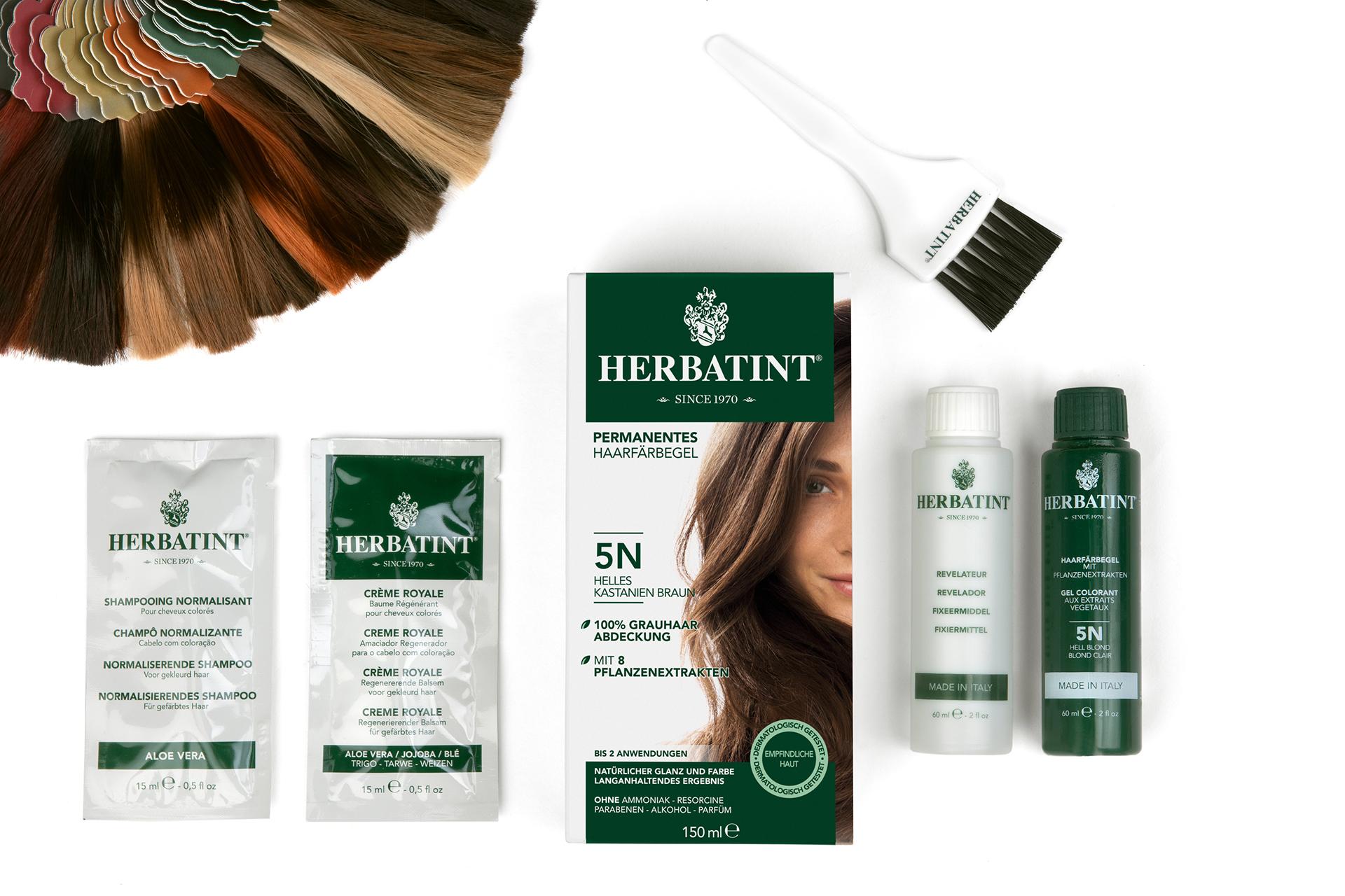 Jede Packung Haarfärbegel von Herbatint enthält die gewählte Farbe und das Fixiermittel sowie je eine Portion normalisierendes Shampoo und regenerierenden Pflegebalsam Crème Royale