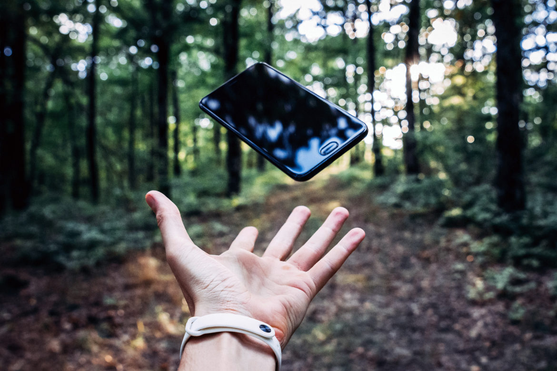 Neue Umfrage zählt 199 Millionen alte Handys in deutschen Schubladen. Jetzt mit der Deutschen Umwelthilfe »Handys für die Umwelt« sammeln!