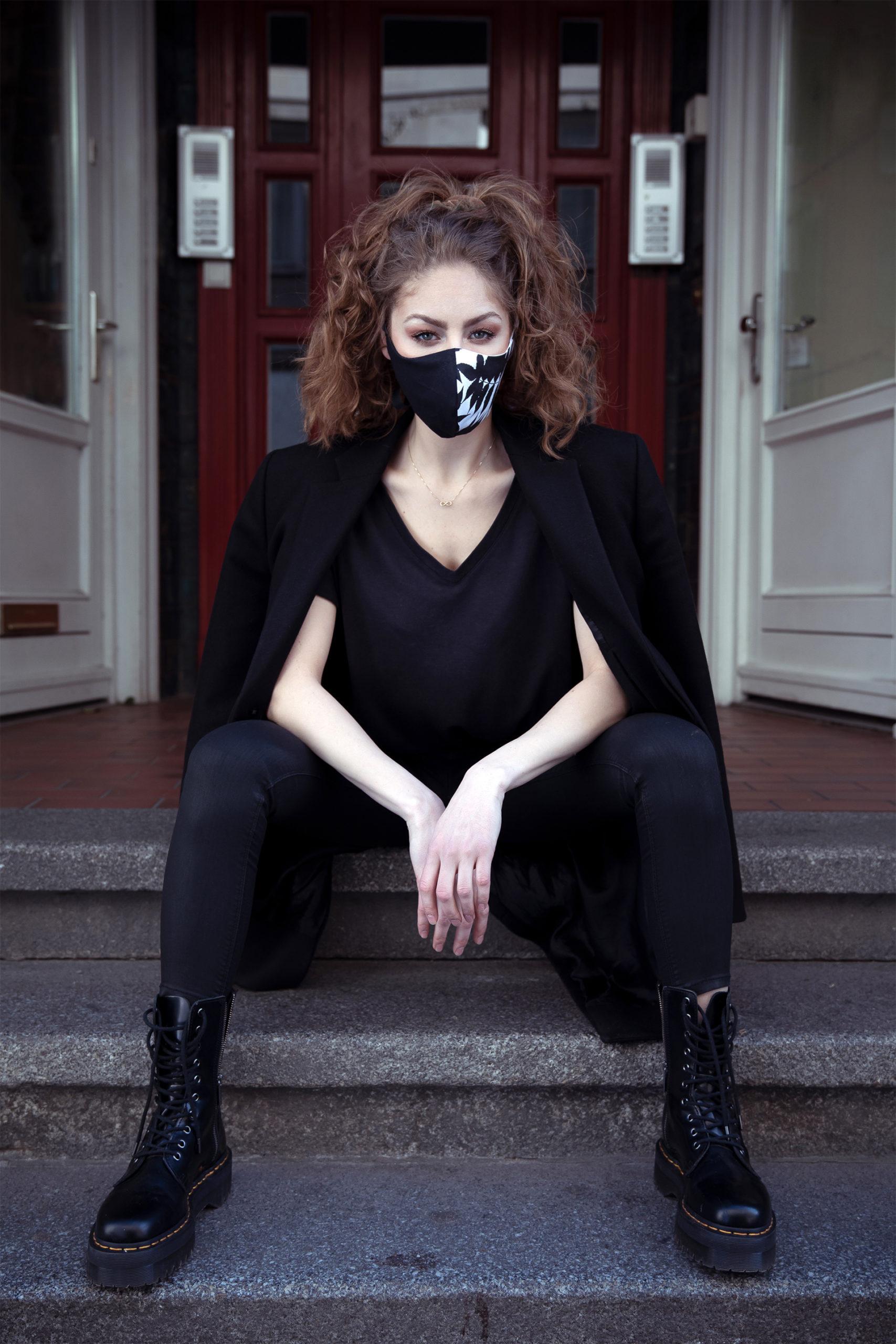 Maske Schwarz/Weiß Essigbaum