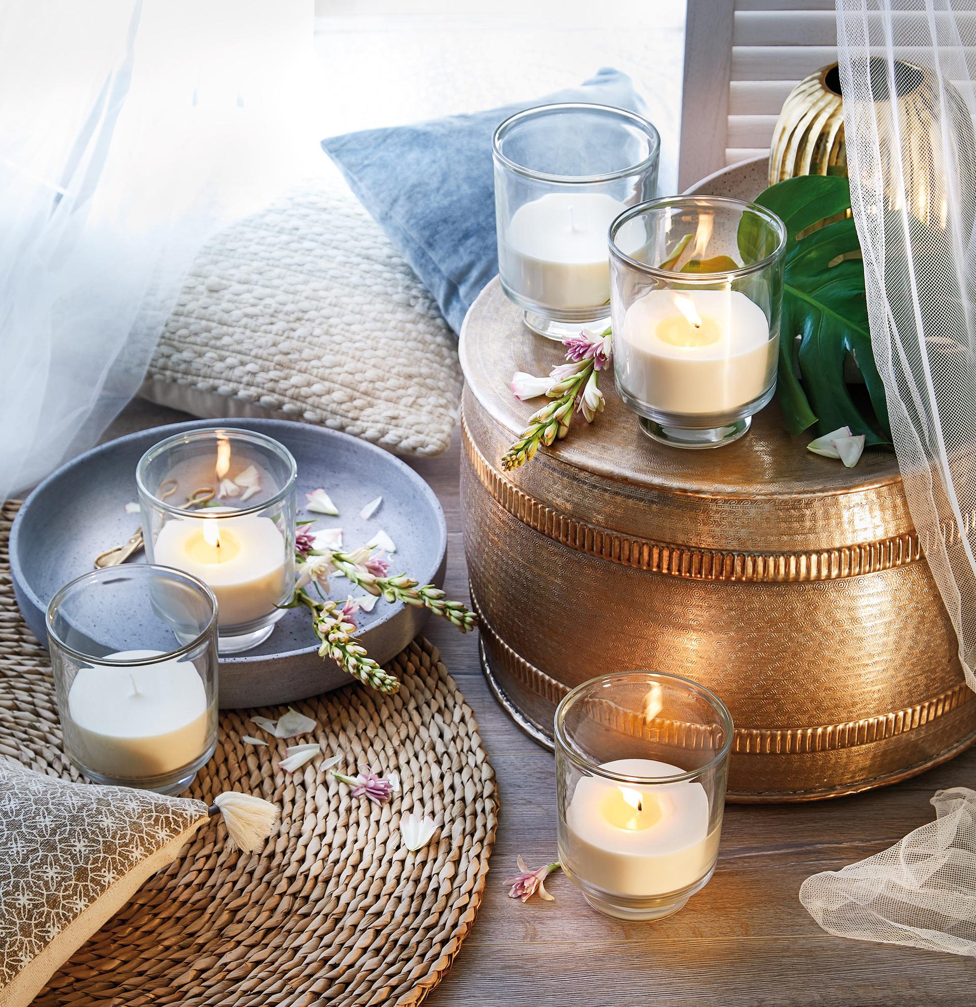 Funkelnder Kerzenschein mit zitronigem Duft