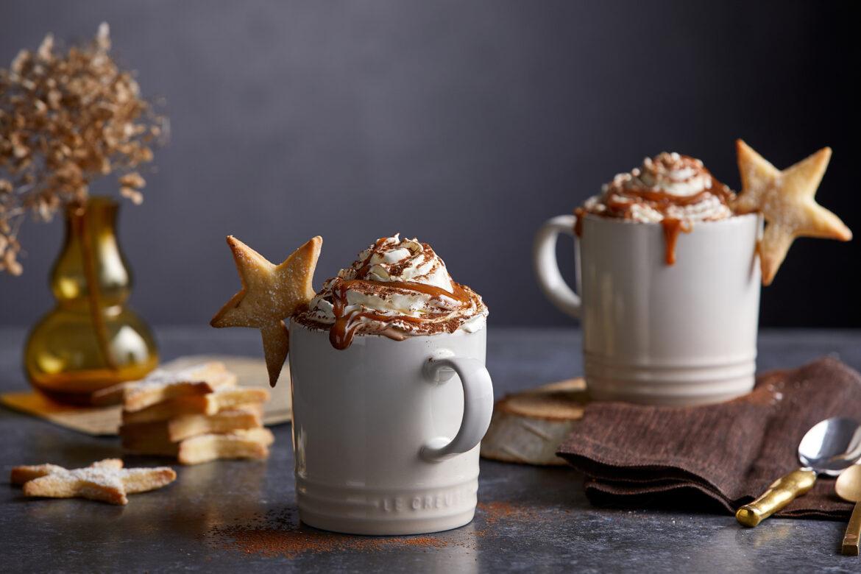 Heiße Schokolade mit Shortbread-Sternen