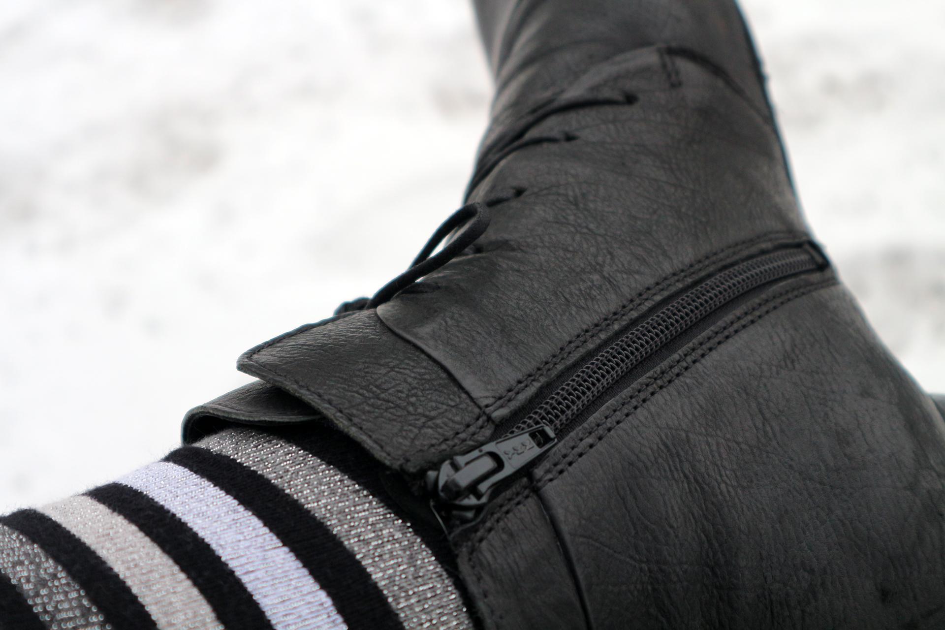 Müheloses An- und Ausziehen ist dank des seitlichen Reißverschlusses garantiert
