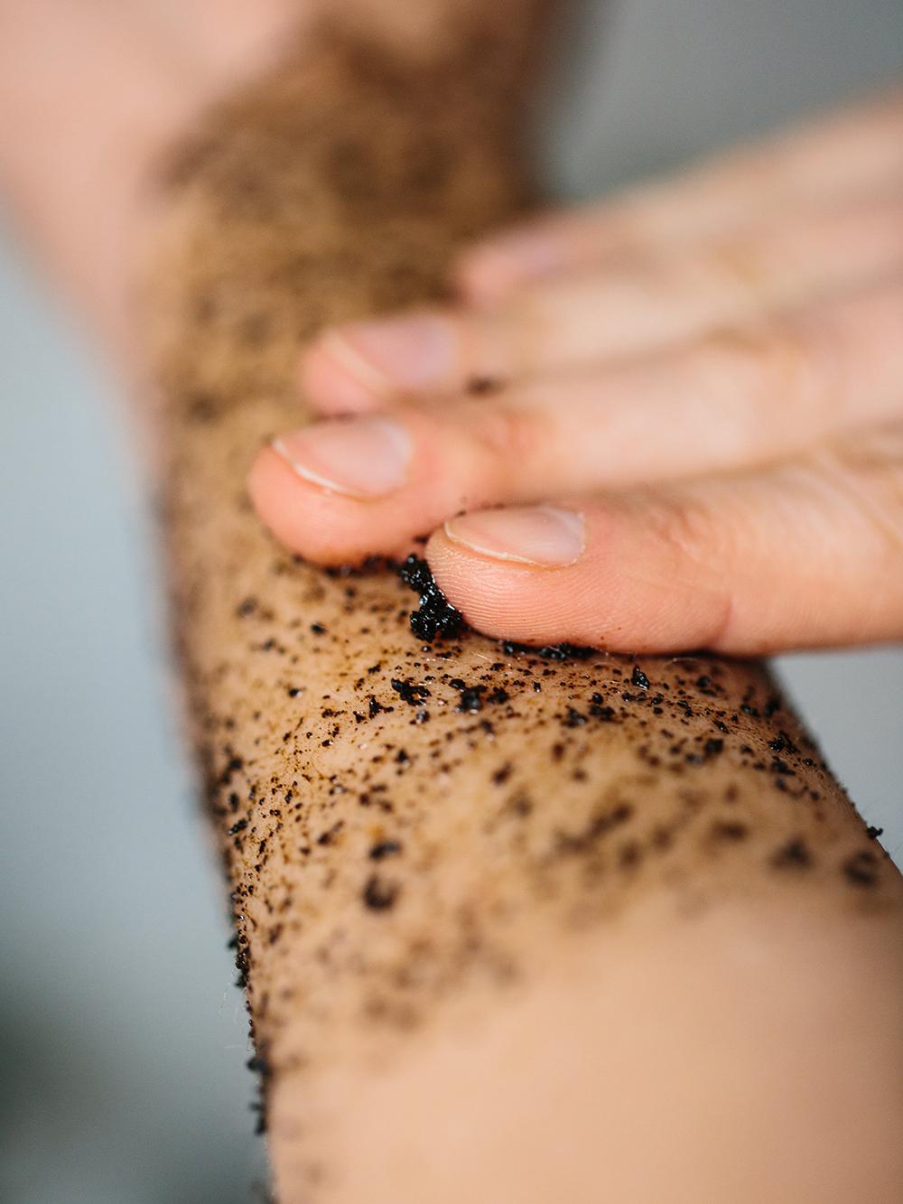 grums raw coffee body scrub