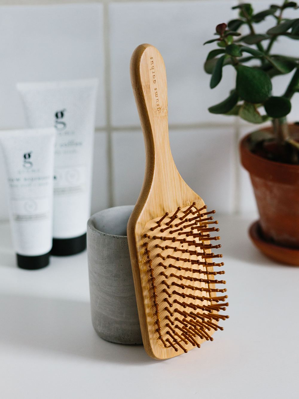 grums bamboo hairbrush