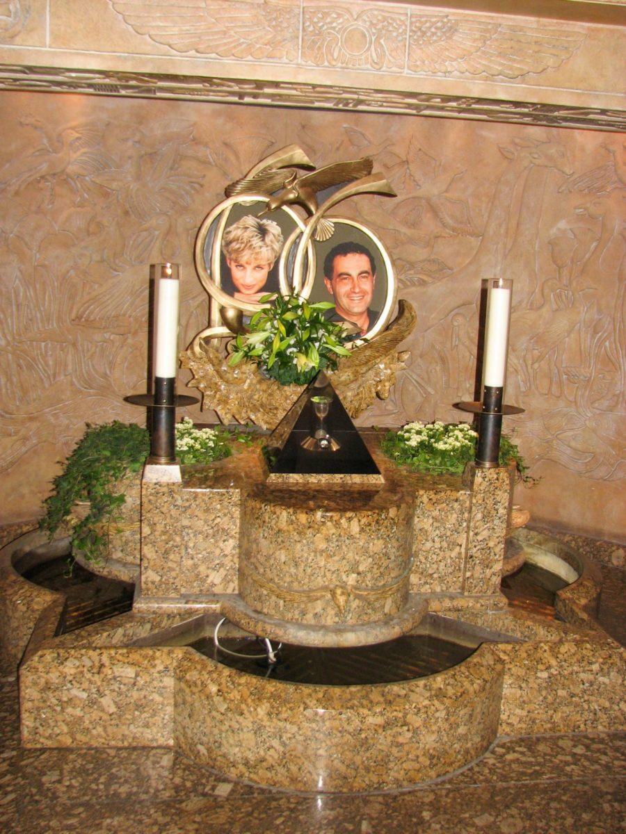 Harrods anno 2009 Lady Di & Dodi