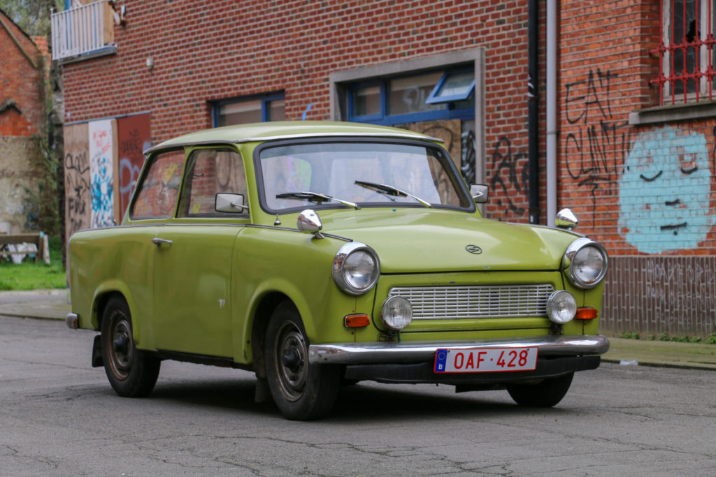 Trabant in de straten van Doel