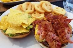 Honeymoon-Burger Teller