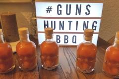 Flaschen mit Hot Sauce