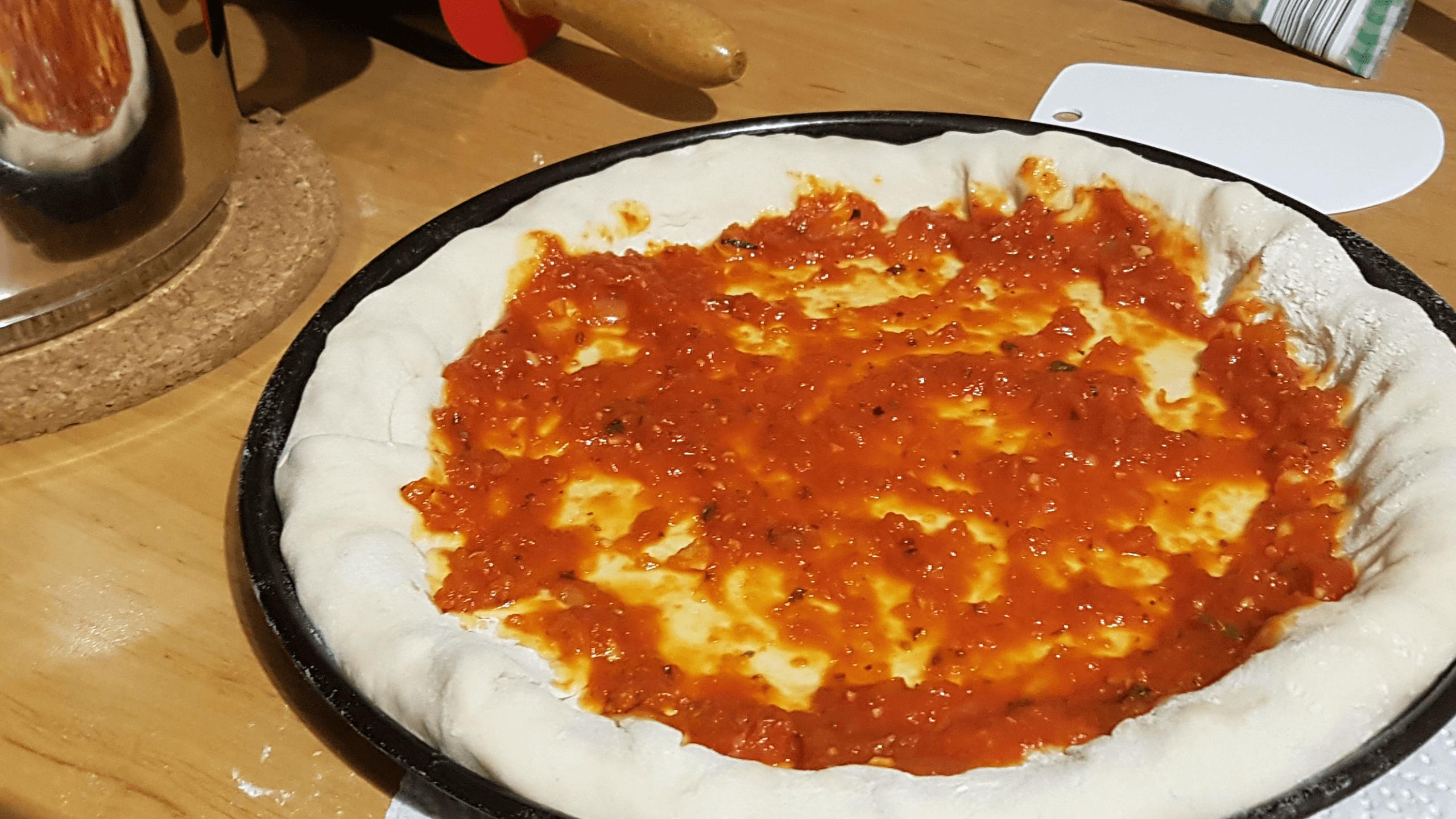 Pizzarohling mit Sauce