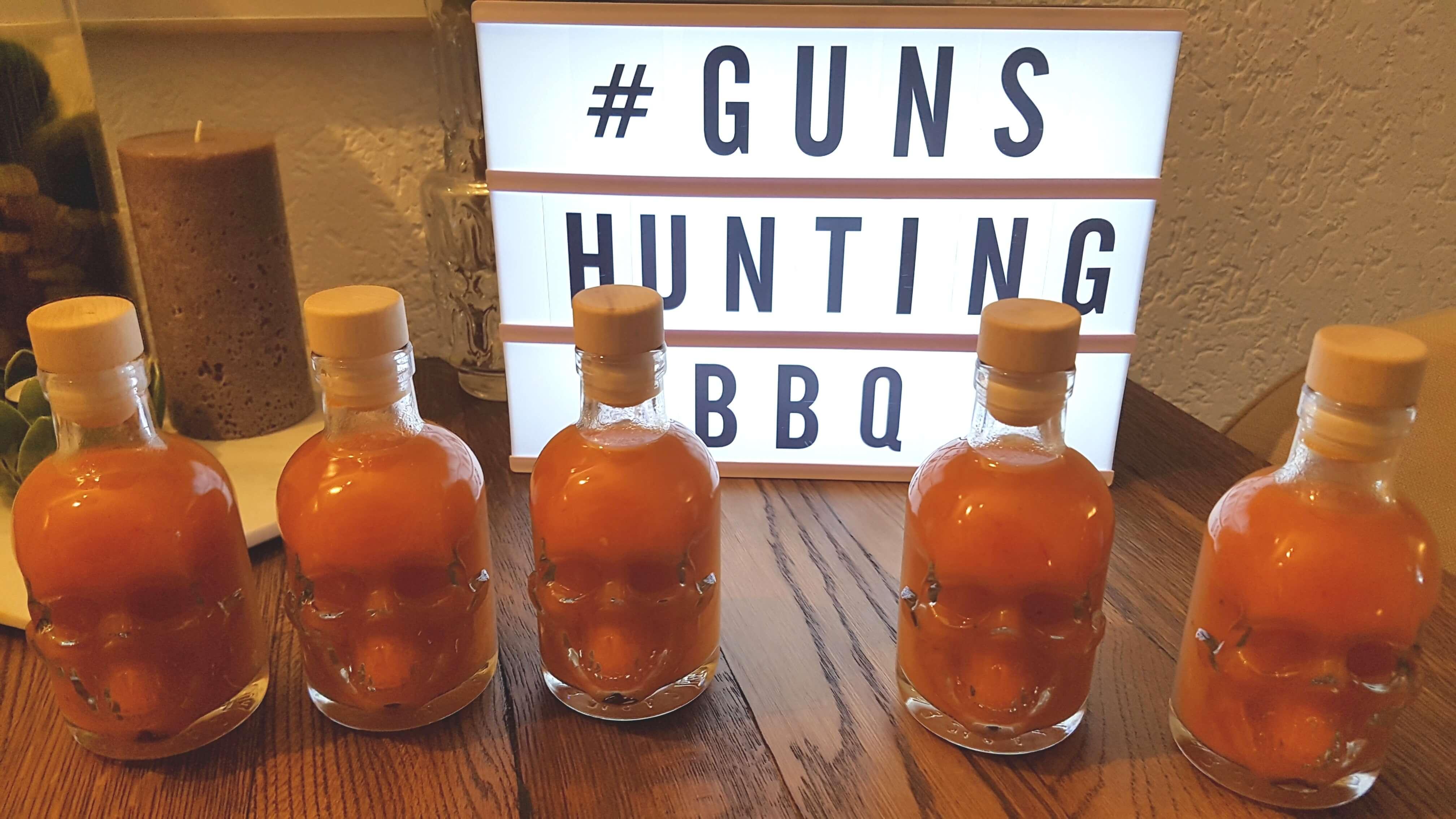 Fruchtige Hot Sauce in Flaschen