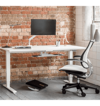 Humanscale-Float-Sit-Stand-Heigh-Adjustable-Desk-1