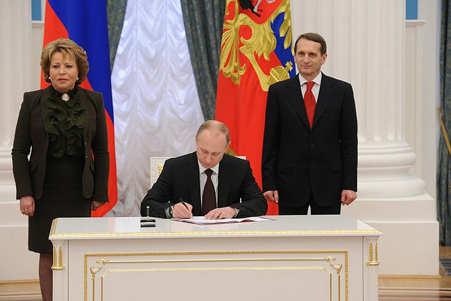 Ceremony_signing_the_laws_on_admitting_Crimea_and_Sevastopol_to_the_Russian_Federation_1