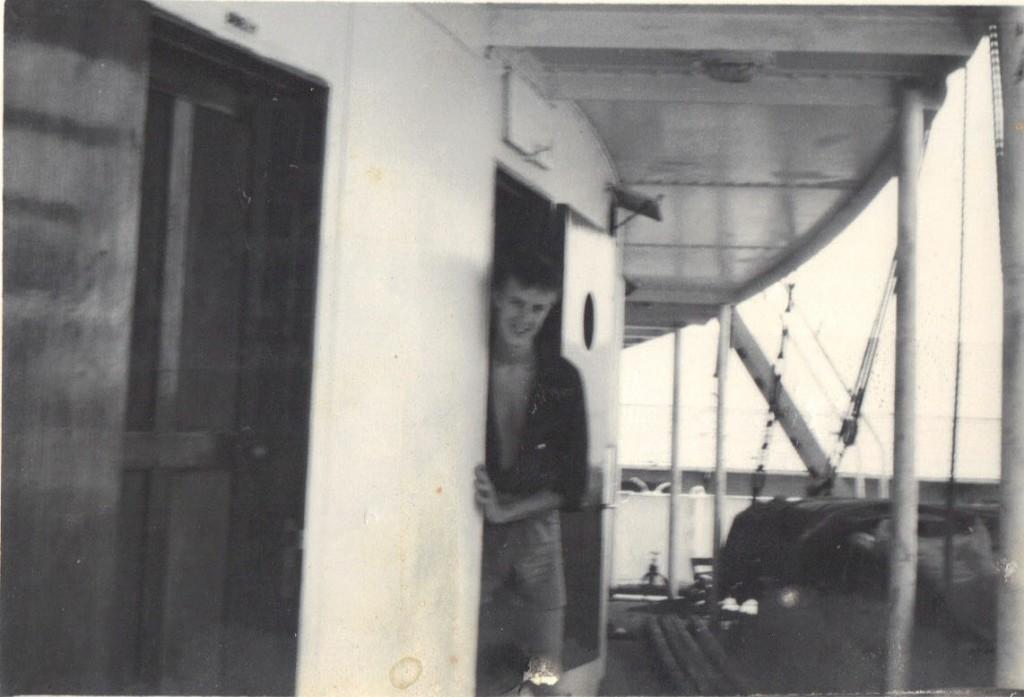 Jungman Nils på väg till sin hytt
