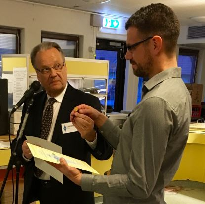 Tomas SM3WMU får hedersnål och diplom 2016
