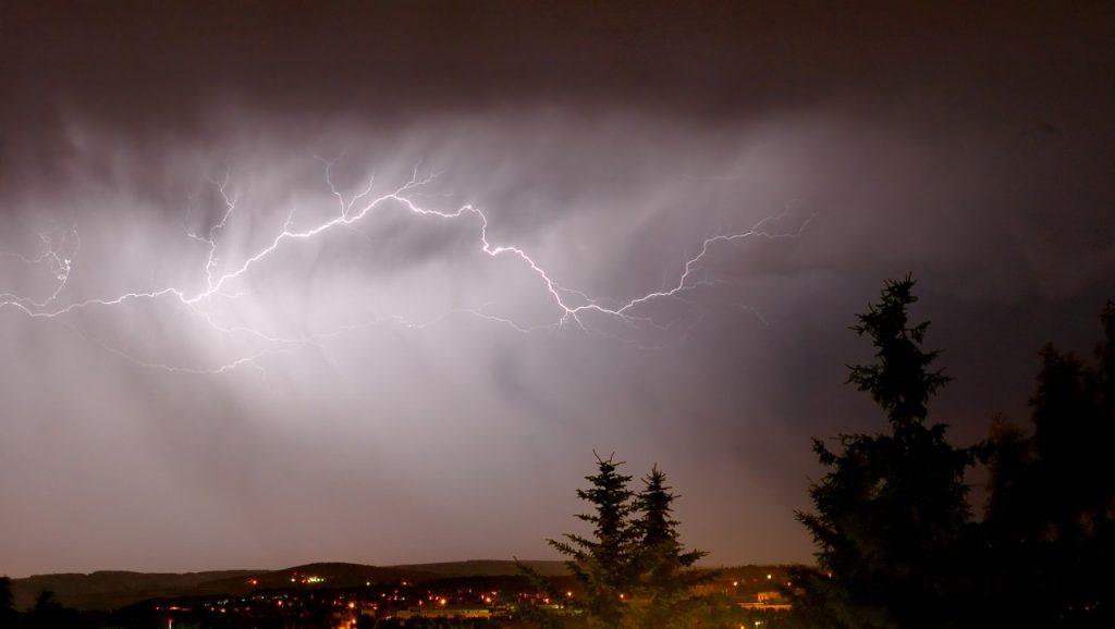 Lightning_cloud_to_cloud_Andre_Karwath_ (aka)