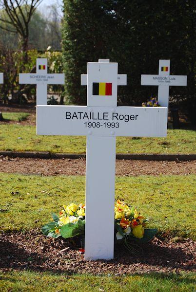 1533_Evere Cim de Schaarbeek Bataille Roger 1908 - 1993 10-04-2010 Geolec DSC_0217.jpg