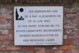 183 Langdorp Stirling BK712 gedenkplaat kerkhof Celis.jpg|183C.JPG|183D.JPG