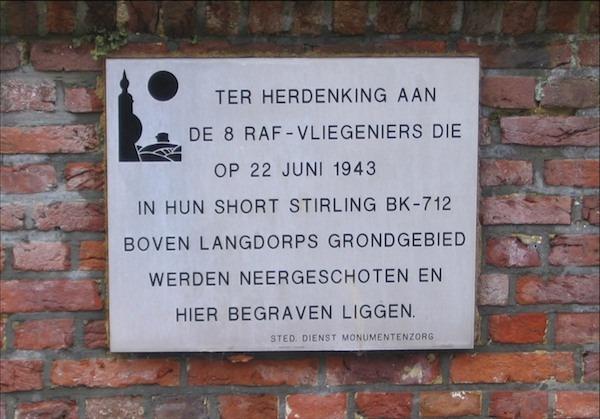 183 Langdorp Stirling BK712 gedenkplaat kerkhof Celis.jpg 183C.JPG 183D.JPG