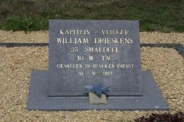 335 KB MONUMENT DRIESKENS_PCelis.jpg