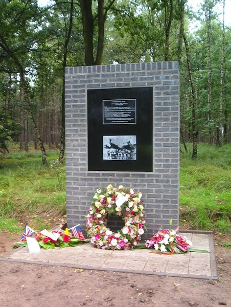463 Monument Postel LCox.jpg 463 mol postel monument WGovaerts.jpg