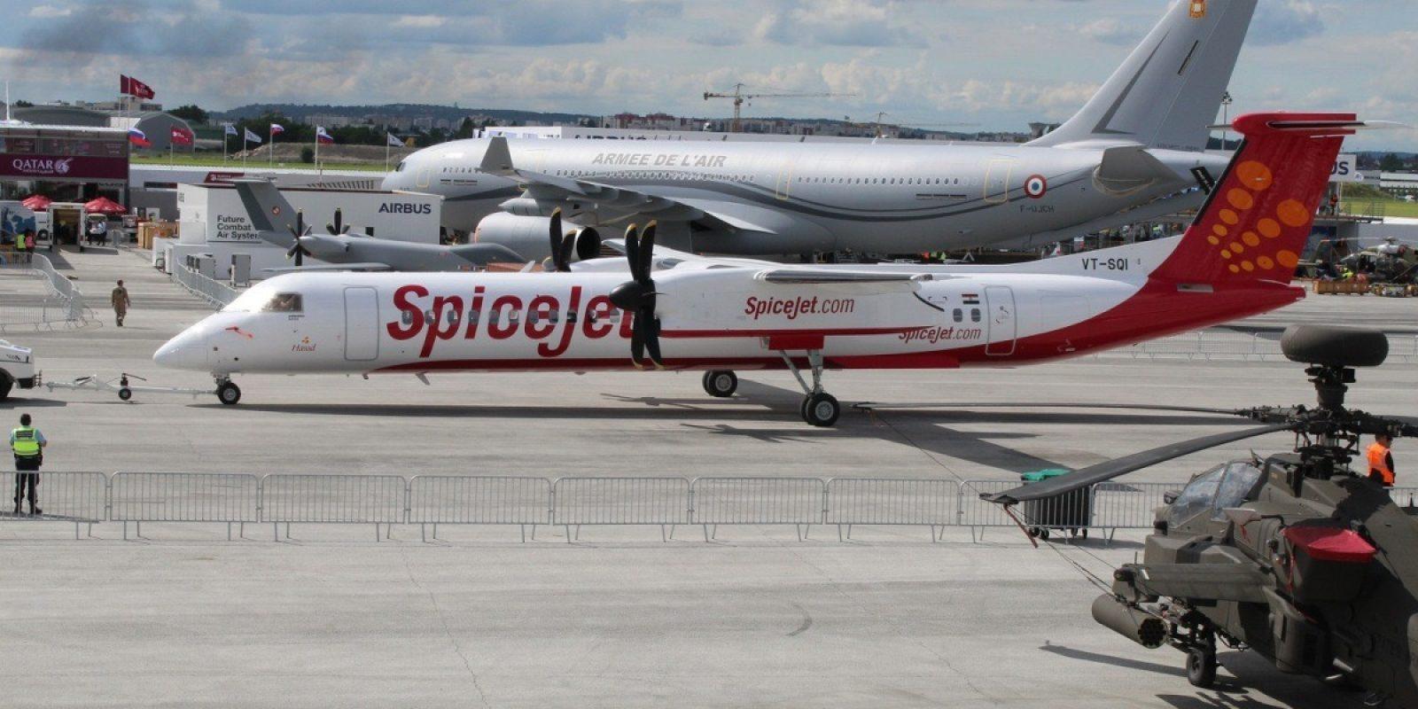 Bombardier a revendu son programme de bi-turbopropulseurs Dash 8 à Longview, qui lui avait déjà racheté la famille des Twin Otter pour sa filiale Viking Air. Le DHC-8-402 VT-SQI msn 4596 était présent aux couleurs de la compagnie indienne Spice Jet. (Photo Guy Viselé)