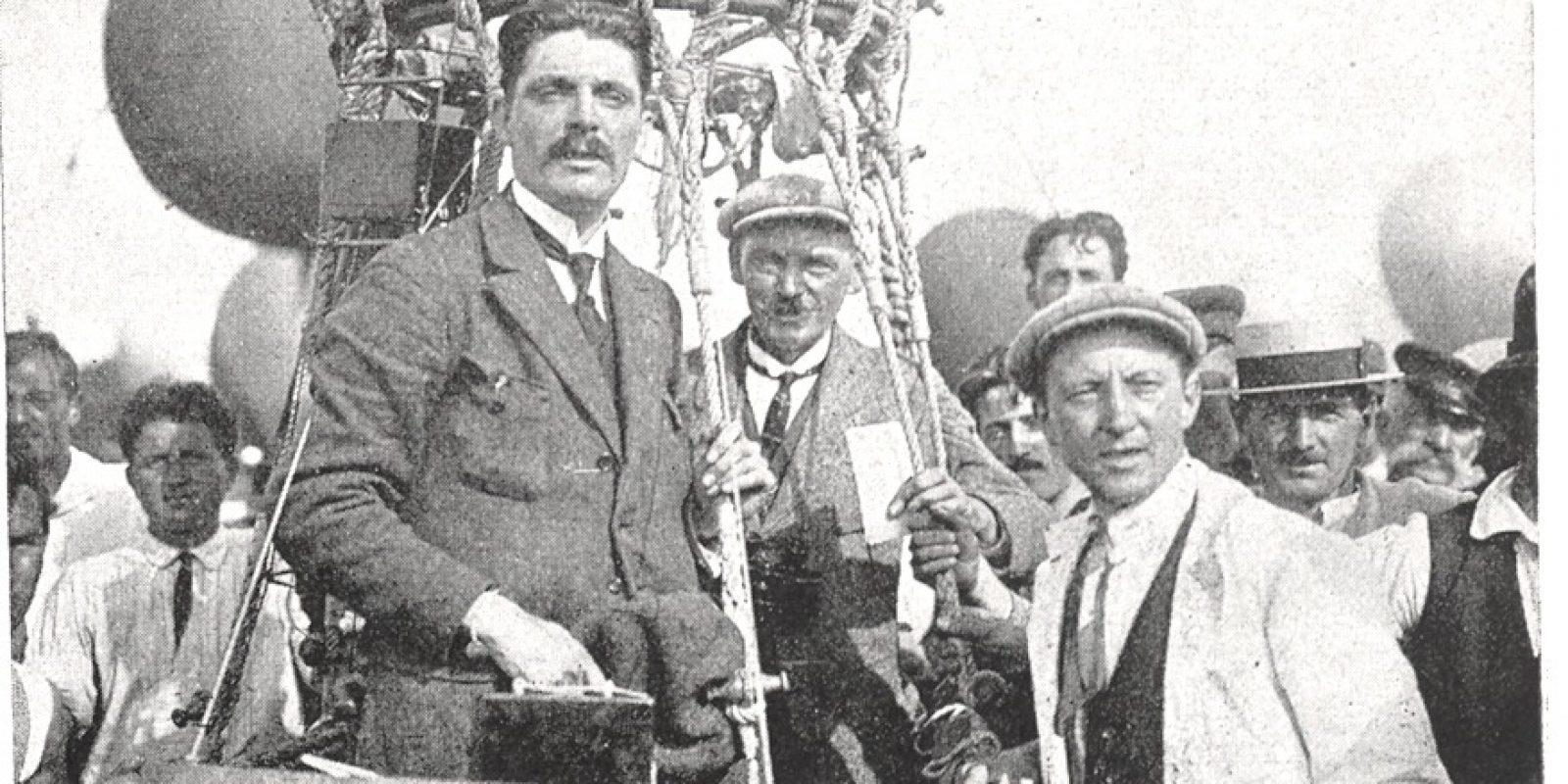 Juste avant le départ de la course Gordon Bennett le 6 août 1922 à Genève: de gauche à droite, Ernest Demuyter, Veenstra et Félix Van den Bemden. Le ballon parcourut 1.372 km en 28 heures 49 minutes et prit ainsi la tête du classement. (Archive La Conquête de l'Air)