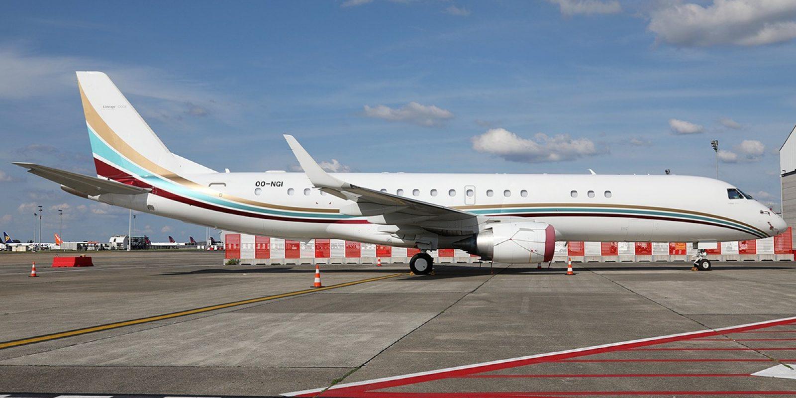 FlyingGroup opère le seul « bizliner » immatriculé belge. Le OO-NCI est un Embraer Lineage 1000, dérivé « avion d'affaires » de l'avion de ligne régionale EMB-190. Le OO-NCI (sn19000611) est photographié devant le hangar de FlyingGroup à Brussels Airport. (Photo Kevin Cleynhens)