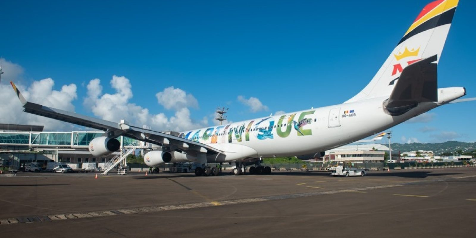 Le OO-ABB à l'aéroport international Martinique Aimé Césaire (FDF) anciennement appelé aéroport du Lamentin. (Photo Comité Martiniquais du Tourisme)