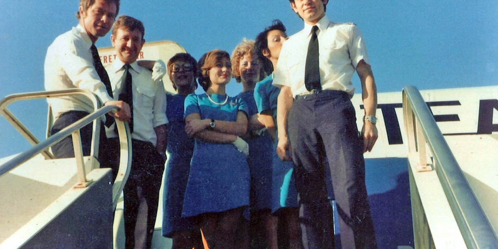 Jean-Jacques Speyer débute sa carrière en tant que Flight Engineer sur Boeing 707 à la TEA. Photo d'équipage avec Jo Boone comme Commandant de Bord, qui devint Chef Pilote à la TEA et Instructeur sur A300-600/A310 à Airbus. Son copilote, Paul « Pelle » Dardenne, est à sa gauche. (Photo Jean-Jacques Speyer)