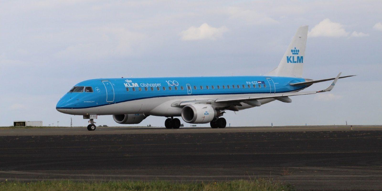 Embraer EMB 190STD PH-EZT van KLM Cityhopper, met eeuwfeestlogo op de romp, Brussels Airport 18 september 2019. Zowel de Embraer 175 als 190 worden nu ingezet op de routes tussen Schiphol en Brussels Airport. (Foto Guy Viselé)