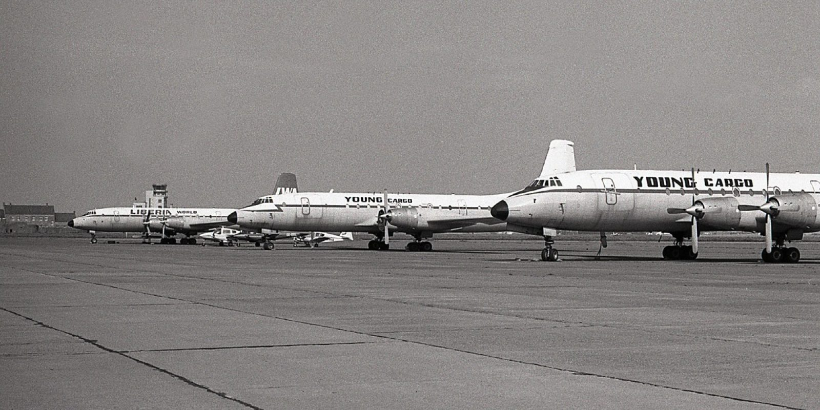Alignés sur le tarmac d'Ostende en juillet 1978, pas moins de trois Britannia en ordre de vol: de gauche à droite, le OO-YCH aux couleurs de Liberia World, le OO-YCB et le OO-YCE.