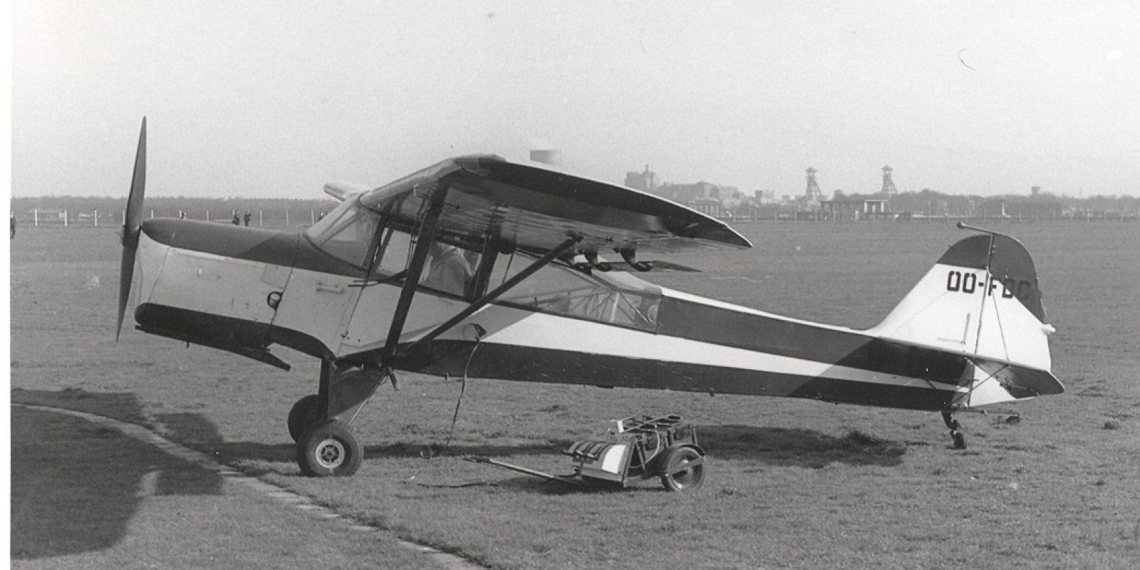 L'OO-FDC ex A-8 fut cédé aux Limburgse Vleugels; il est vu ici sur leur aérodrome de Genk-Zwartberg en 1959 ou 1960. (Archives Jean-Pierre Decock)