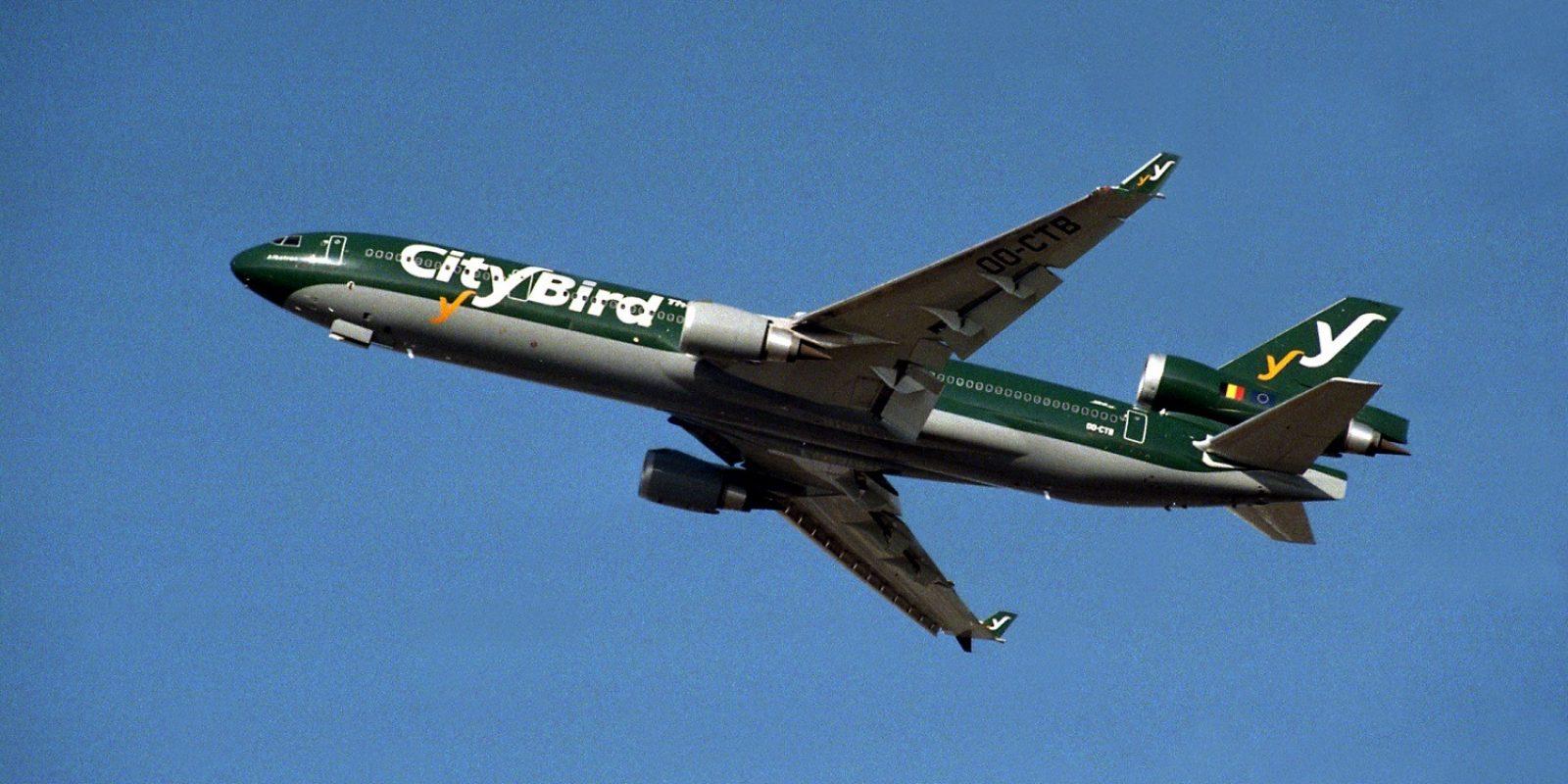 décollage à l'été 1998 du premier MD-11 (OO-CTB msn 48796) aux couleurs vertes de City Bird.